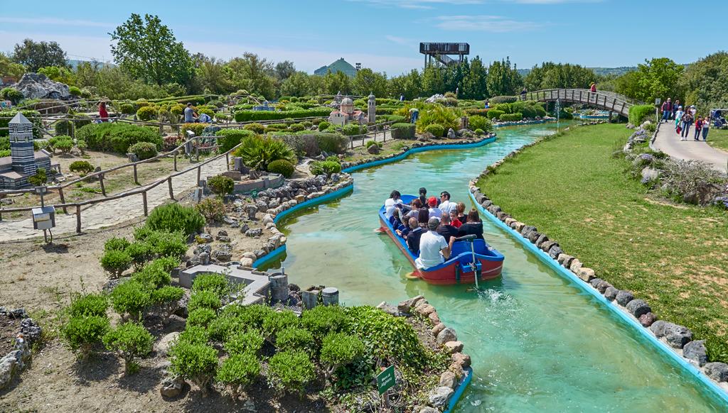 giro in barca parco delle miniature